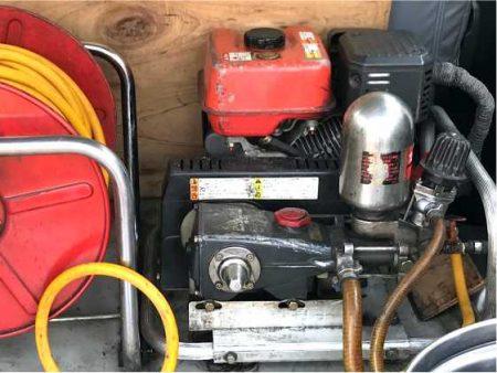 動力噴霧機による薬剤噴霧処理施工