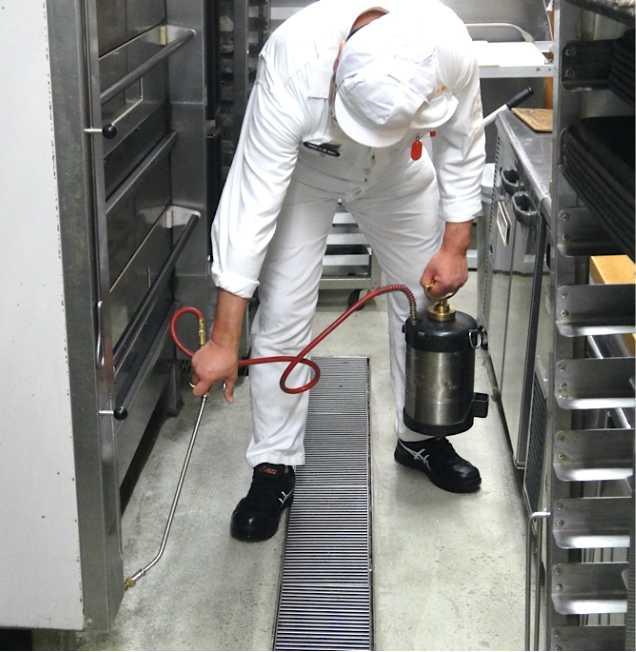 ハンドスプレヤーによる水性乳剤の薬剤噴霧処理
