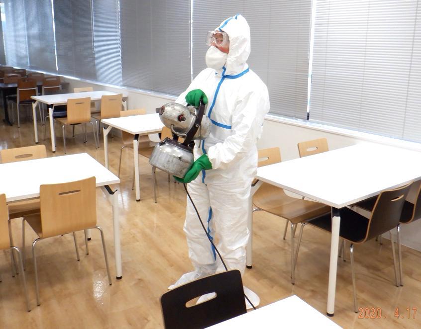 ハンドスプレヤーとULV機による消毒剤の全面噴霧処理