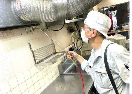 ハンドスプレヤーによる水性乳剤の噴霧処理施工