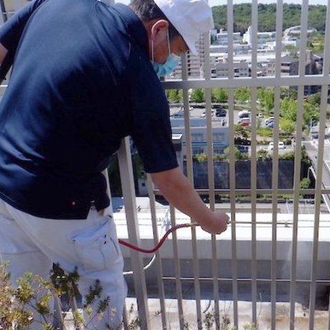 市内某大型マンション 定期防虫施工サムネイル